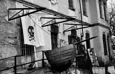 Spazi di Improvvisazione Democratica: Navi Pirata, Società di Frontiera ed EZLN