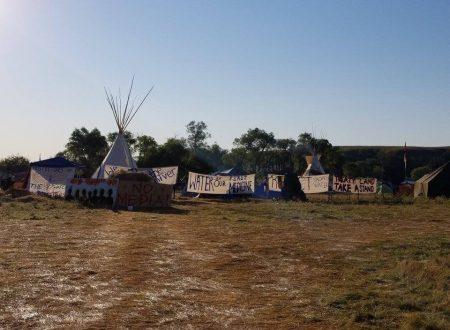Violente Proteste dei Nativi Sioux Contro la Costruzione dell'Oleodotto DAPL