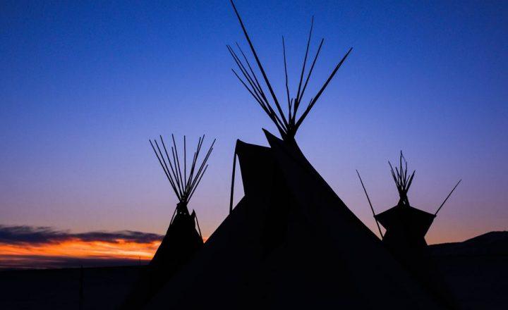 """""""Questa Notte Non Combatteremo, Questa Notte Danzeremo"""" – i Sioux di Standing Rock Bloccano l'Oleodotto"""